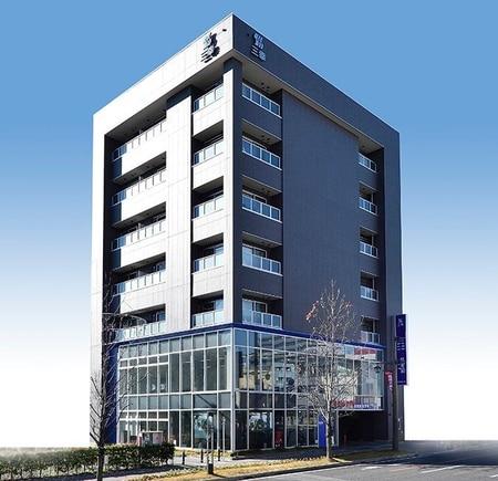 高崎駅西口より市役所方面へ約徒歩5分!立体駐車場も併設しております。