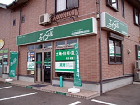 佐野新都市内にあるアウトレット、イオンショッピングセンター、佐野短大の北。緑ののぼりが目印です。