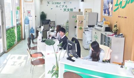 女性スタッフもおりますので、女性のお客様もお気軽にご相談下さいませ(^^)