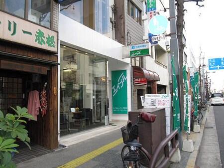 当店はフェリー通り沿いにございますので、大きな緑のエイブルの看板を目印にご来店ください。