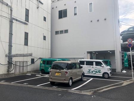 建物横へも駐車場スペースあります