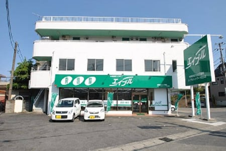 新店舗へ移転しました。緑の看板が目印です。