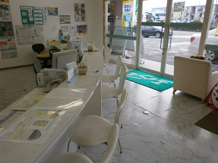 白が基調の店内です。お子様連れのお客様用にキッズスペースを設置してあります。