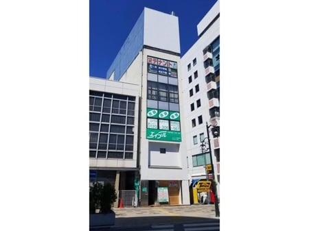 熊谷駅北口の目の前にあるビルの3階・4階(売買管理部)です。