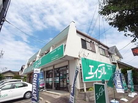 イチョウ通り沿いにあるお店です。ファミリーマートさんの向かいにあります。