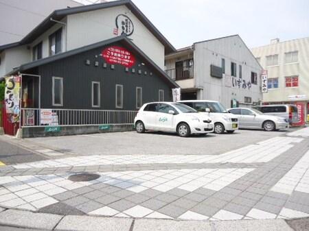 弊社すぐ横にある無料駐車場です。お車でお越しの際は、お気軽にご利用くださいませ!!