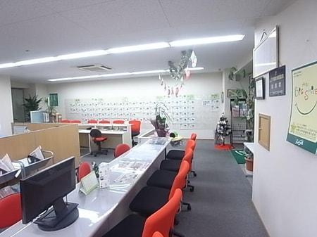 明るく、広々としたお店で、楽しくお部屋探しをしませんか?キッズスペースも設置しております。