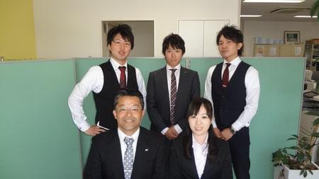 勝川店のスタッフです